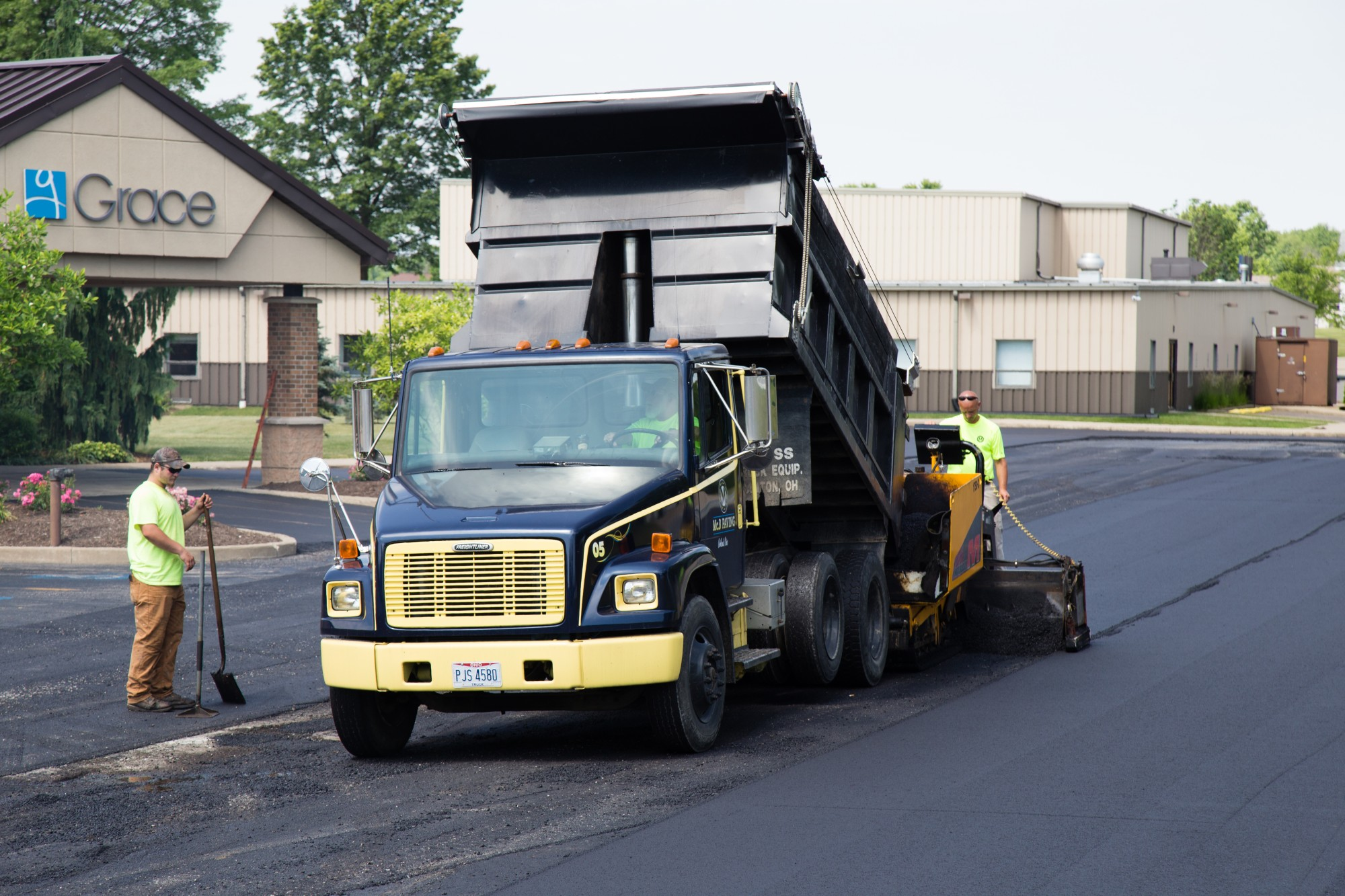 paving, sealcoating, commercial services, mc b paving